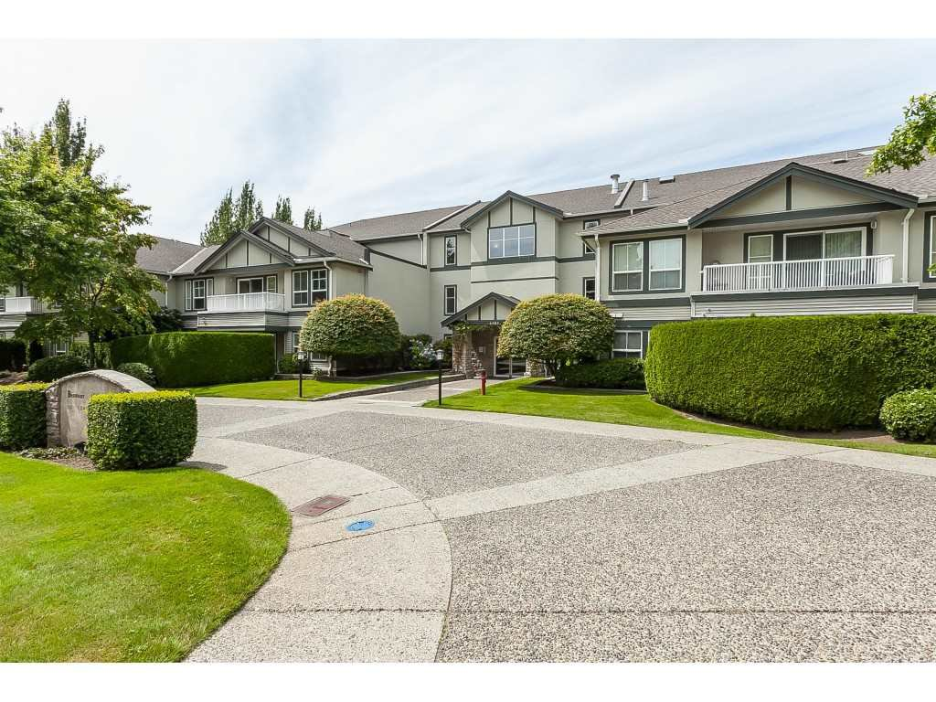 """Main Photo: 103 6385 121 Street in Surrey: Panorama Ridge Condo for sale in """"BOUNDARY PARK PLACE"""" : MLS®# R2391175"""