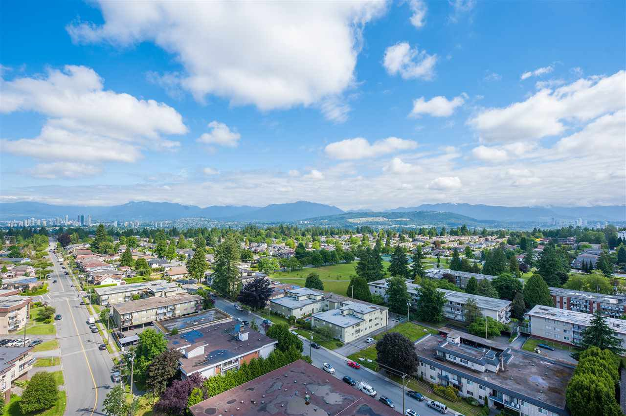 Main Photo: 2202 7325 ARCOLA Street in Burnaby: Highgate Condo for sale (Burnaby South)  : MLS®# R2466537
