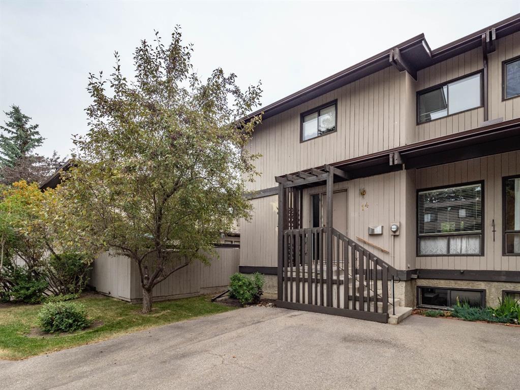 Main Photo: 14 2210 OAKMOOR Drive SW in Calgary: Oakridge Row/Townhouse for sale : MLS®# A1024770