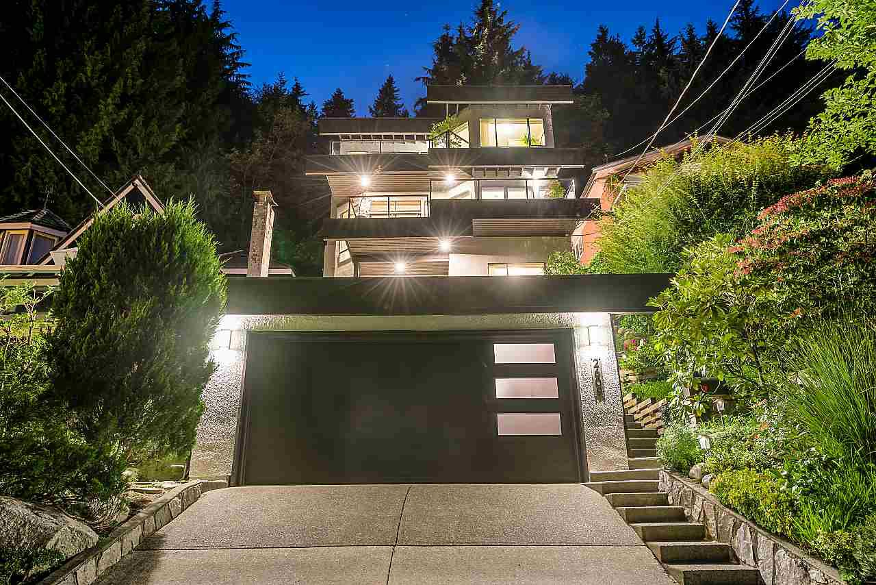 """Main Photo: 2609 PANORAMA Drive in North Vancouver: Deep Cove House for sale in """"Deep Cove"""" : MLS®# R2393630"""