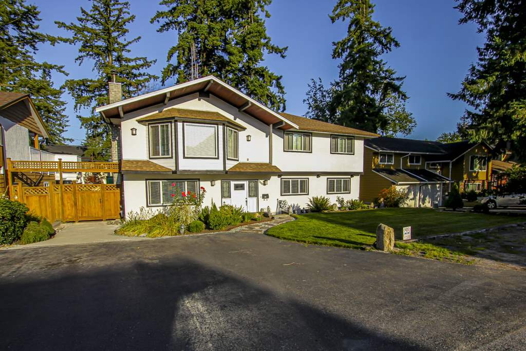 Main Photo: 5880 135 Street in Surrey: Panorama Ridge House for sale : MLS®# R2406184
