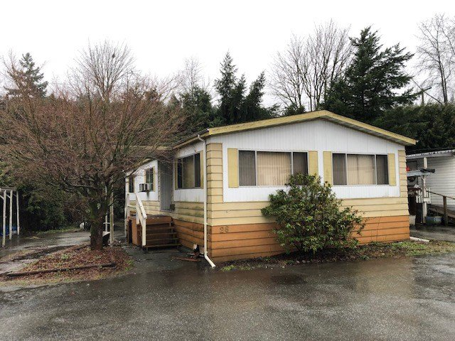 """Main Photo: 26 4200 DEWDNEY TRUNK Road in Coquitlam: Ranch Park Manufactured Home for sale in """"HIDEAWAY PARK"""" : MLS®# R2435365"""