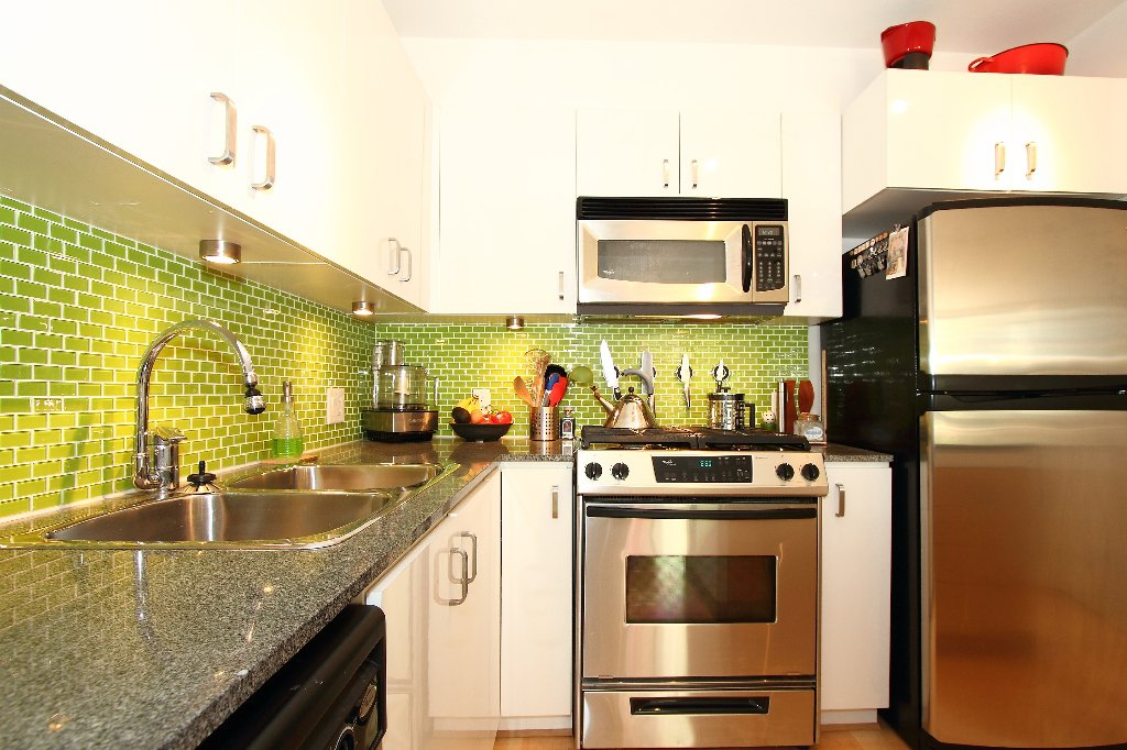 "Main Photo: # 308 151 W 2ND ST in North Vancouver: Lower Lonsdale Condo  in ""SKY"" : MLS®# V835338"