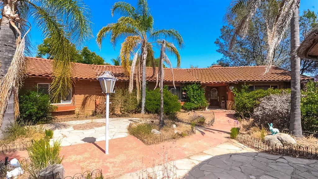 Main Photo: RANCHO SAN DIEGO House for sale : 4 bedrooms : 1766 Treseder Cir in El Cajon