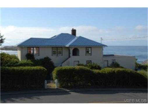 Main Photo: 629 Beach in Victoria: Single Family Detached for sale (Oak Bay)  : MLS®# 253125