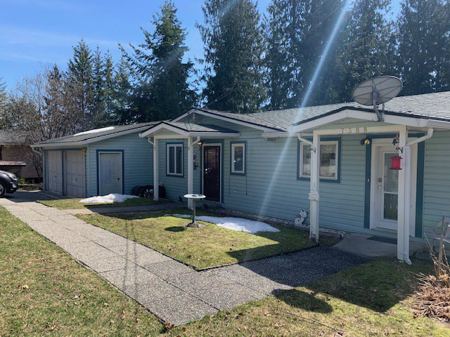 Main Photo: 7388 Estate Drive in Anglemont: North Shuswap House for sale (Shuswap)  : MLS®# 10204246