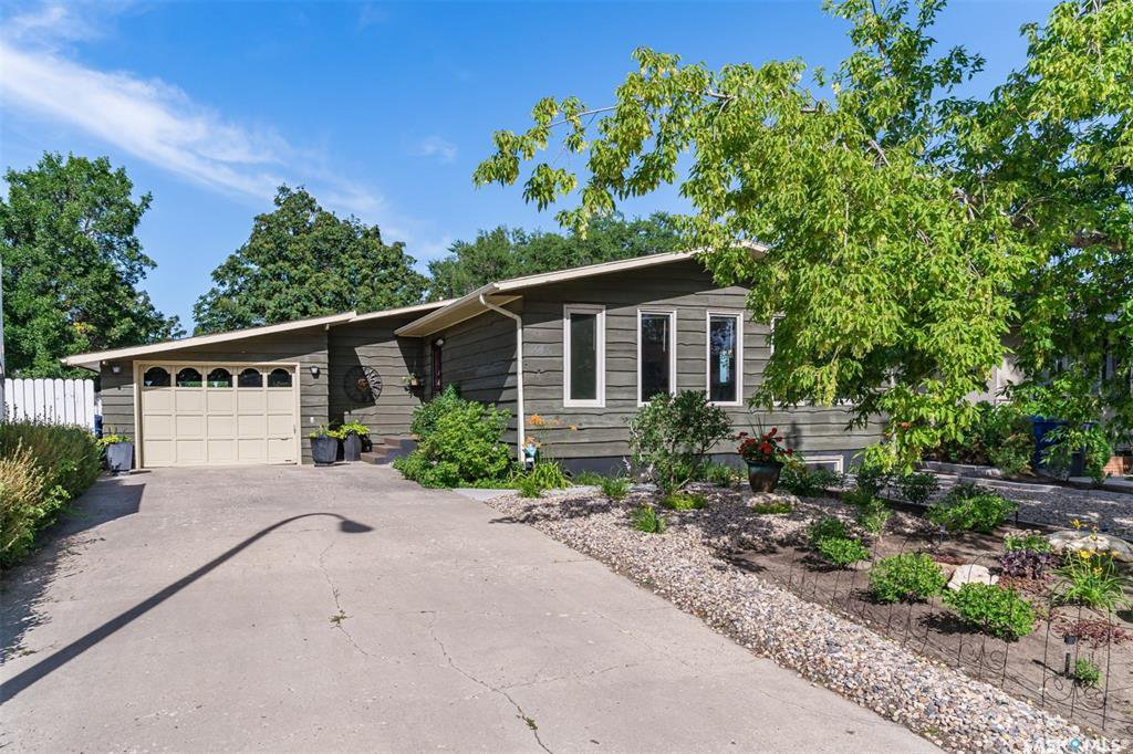 Main Photo: 245 Western Crescent in Saskatoon: East College Park Residential for sale : MLS®# SK822214
