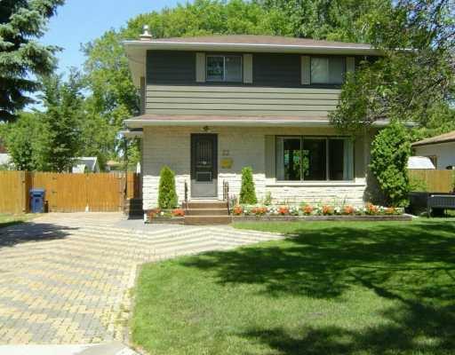 Main Photo: 22 NEPTUNE Bay in Winnipeg: Fort Garry / Whyte Ridge / St Norbert Single Family Detached for sale (South Winnipeg)  : MLS®# 2612476
