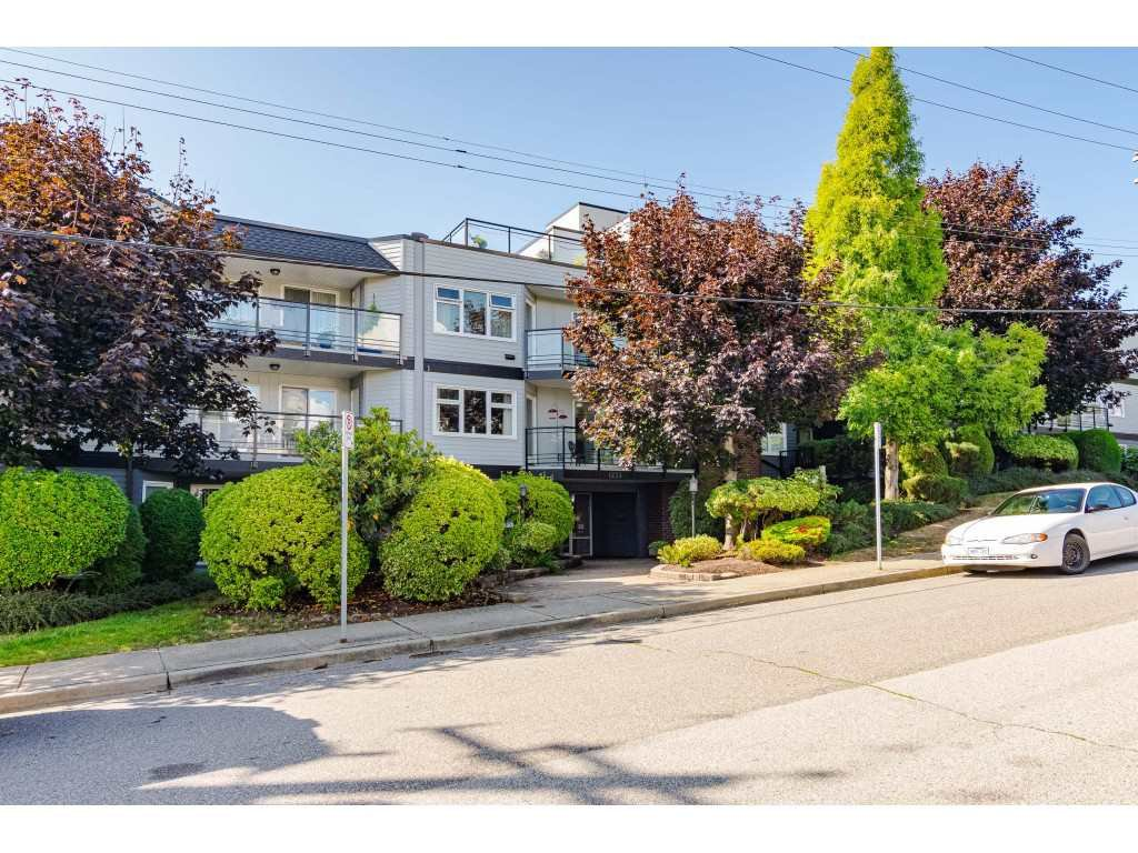 "Main Photo: 105 1273 MERKLIN Street: White Rock Condo for sale in ""Clifton Lane"" (South Surrey White Rock)  : MLS®# R2405569"