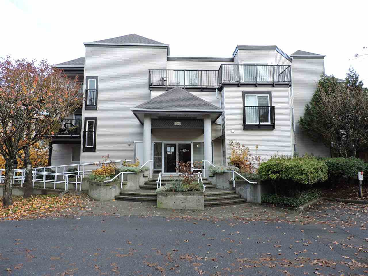 "Main Photo: 213 2401 HAWTHORNE Avenue in Port Coquitlam: Central Pt Coquitlam Condo for sale in ""Stonebrook"" : MLS®# R2419064"