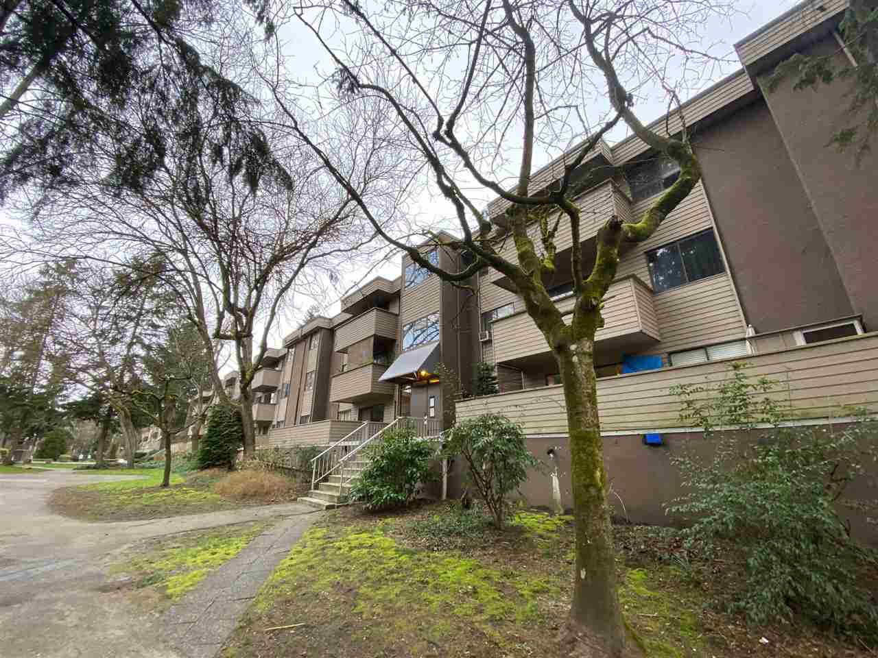 "Main Photo: 22 2431 KELLY Avenue in Port Coquitlam: Central Pt Coquitlam Condo for sale in ""ORCHARD VALLEY ESTATES"" : MLS®# R2443670"