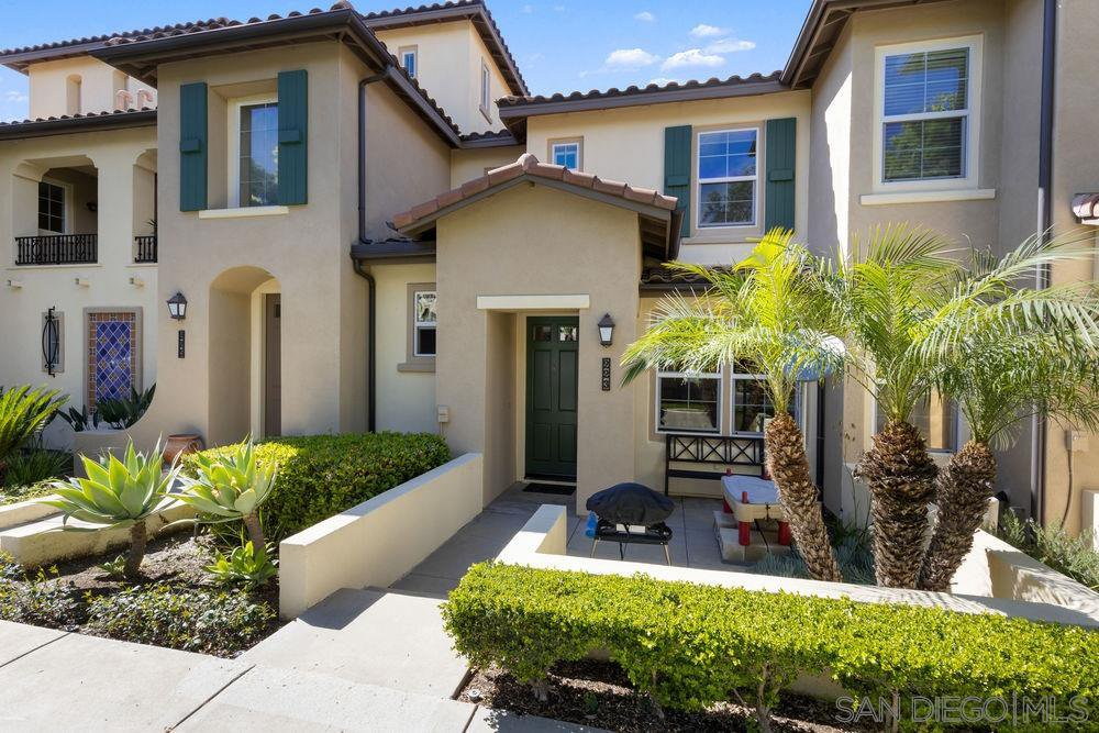 Main Photo: OUT OF AREA Townhome for sale : 2 bedrooms : 223 Dewdrop in Irvine