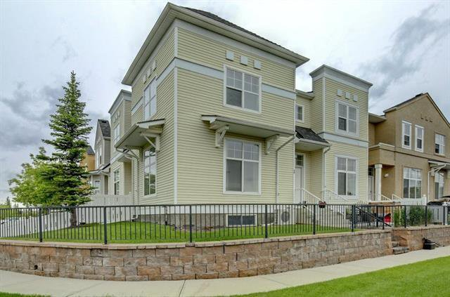 Main Photo: 77 MCKENZIE TOWNE Gate SE in Calgary: McKenzie Towne Row/Townhouse for sale : MLS®# C4302991