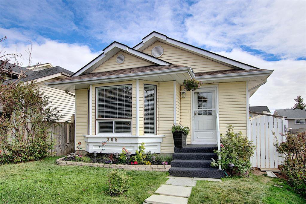 Main Photo: 305 Martinwood Place NE in Calgary: Martindale Detached for sale : MLS®# A1038589