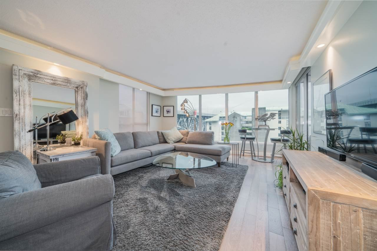 """Main Photo: 806 1500 HOWE Street in Vancouver: Yaletown Condo for sale in """"The Discovery"""" (Vancouver West)  : MLS®# R2525498"""