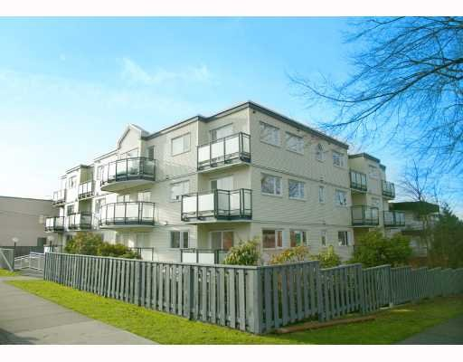 Main Photo: 405 33 N Templeton Drive in Vancouver: Hastings East Condo for sale (Vancouver East)