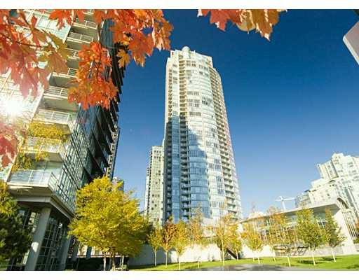 """Main Photo: 1408 STRATHMORE MEWS BB in Vancouver: False Creek North Condo for sale in """"WEST ONE"""" (Vancouver West)  : MLS®# V617930"""