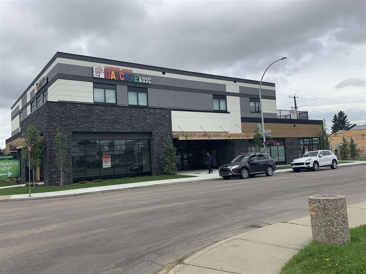 Main Photo: 15802 100 Avenue NW in Edmonton: Zone 22 Retail for lease : MLS®# E4207878