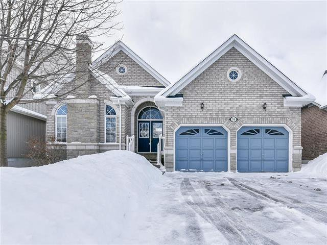 Main Photo: 26 Hawstead Cres in Whitby: Freehold for sale : MLS®# E4043611
