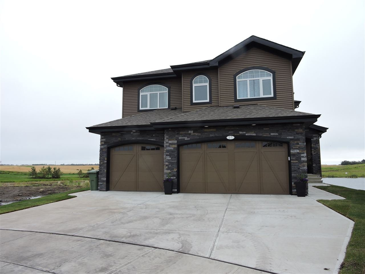 Main Photo: 27 LAKEVISTA Point: Beaumont House for sale : MLS®# E4172674