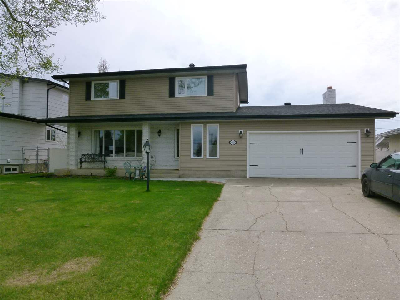 Main Photo: 4914 56 Avenue: Stony Plain House for sale : MLS®# E4197843