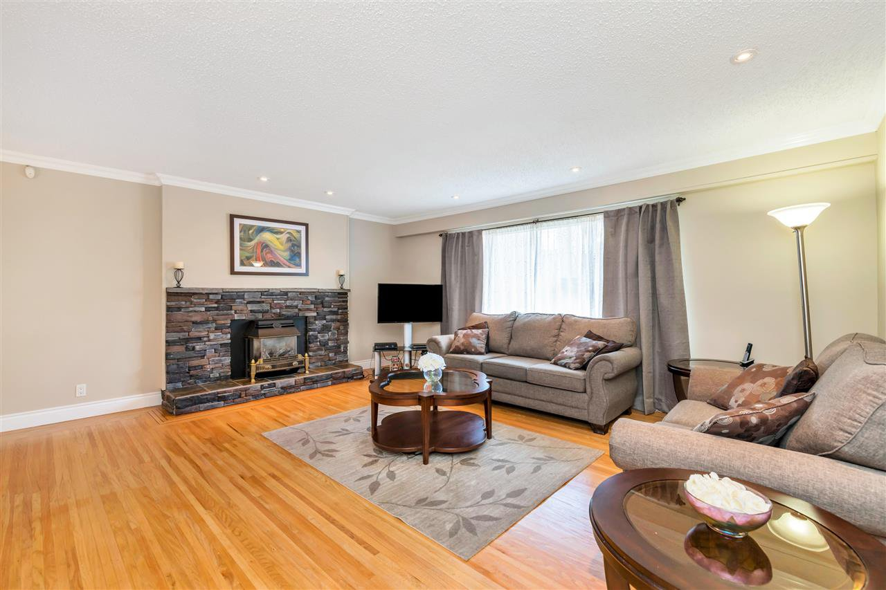Photo 2: Photos: 1871 MASSET Court in Coquitlam: Harbour Place House for sale : MLS®# R2457222