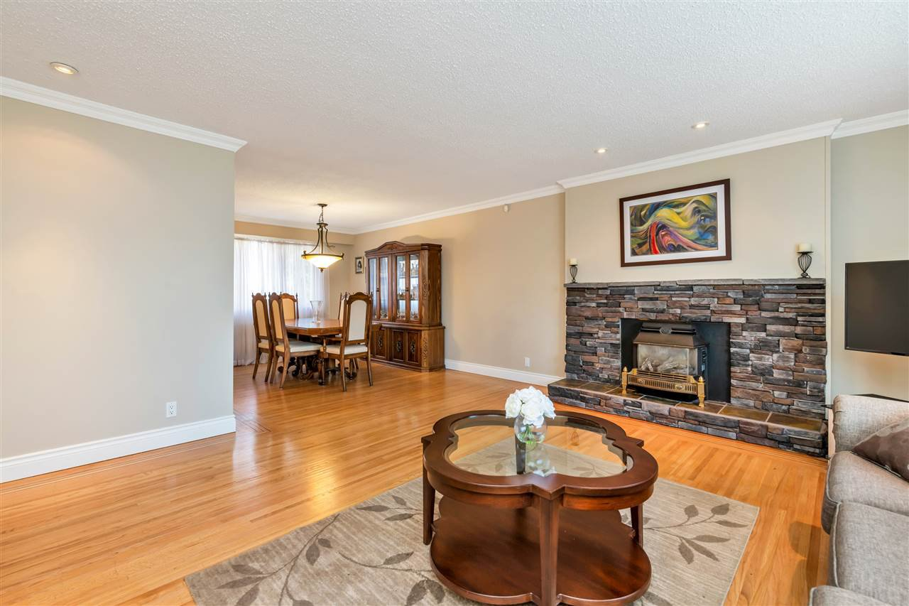 Photo 4: Photos: 1871 MASSET Court in Coquitlam: Harbour Place House for sale : MLS®# R2457222