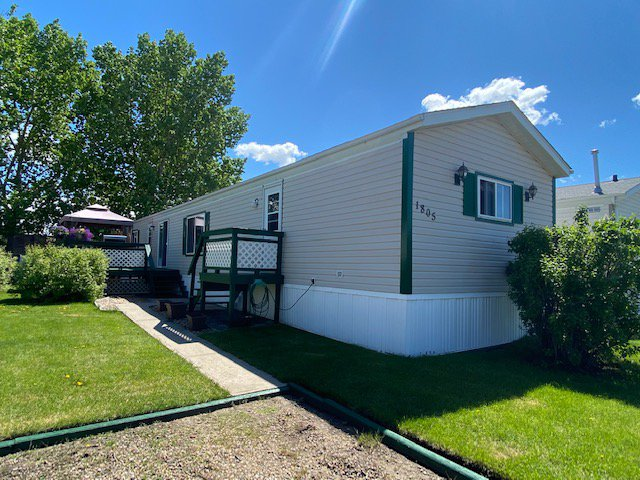 Main Photo: 1805 2a Street Cres.: Wainwright Manufactured Home for sale (MD of Wainwright)  : MLS®# LL66814