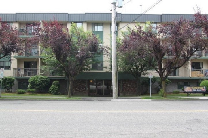 """Main Photo: 105 45744 SPADINA Avenue in Chilliwack: Chilliwack W Young-Well Condo for sale in """"Applewood Court"""" : MLS®# R2483135"""