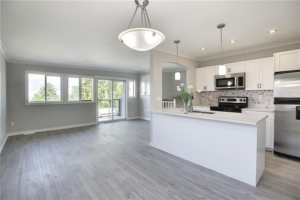 Main Photo: 4 7728 HUNTERVIEW Drive NW in Calgary: Huntington Hills Row/Townhouse for sale : MLS®# C4305888
