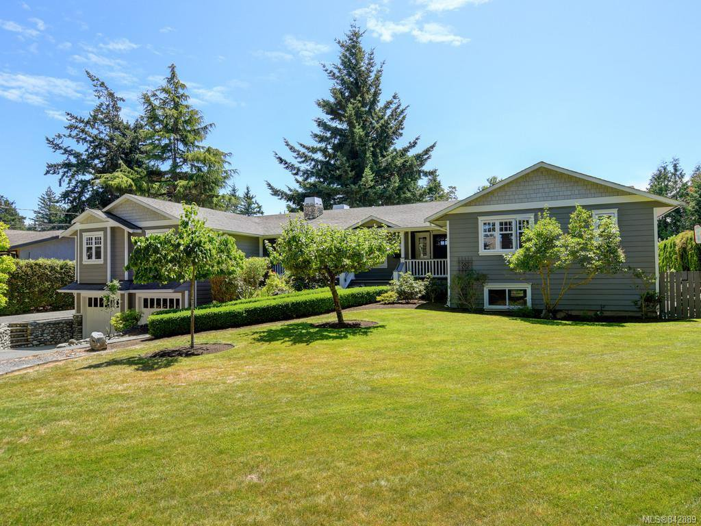 Main Photo: 1907 San Juan Ave in Saanich: SE Gordon Head Single Family Detached for sale (Saanich East)  : MLS®# 842889