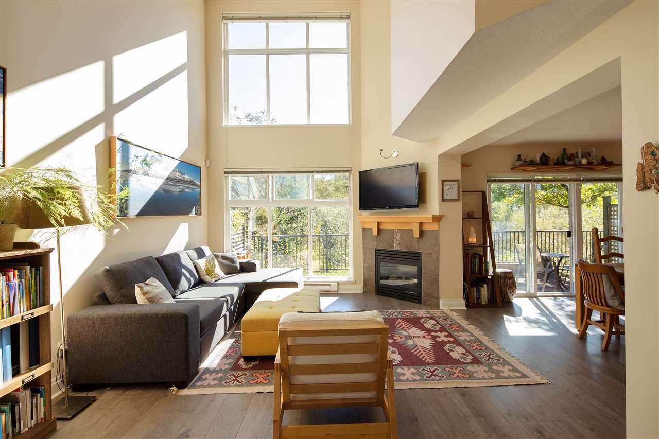 "Main Photo: 9 41050 TANTALUS Road in Squamish: Tantalus 1/2 Duplex for sale in ""Greenside Estates"" : MLS®# R2508930"