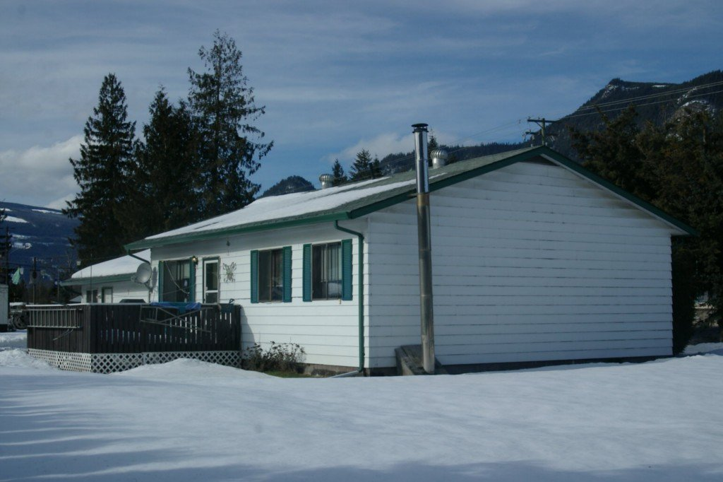 Main Photo: 813 Trans Canada Highway in Sicamous: House for sale : MLS®# 10023150
