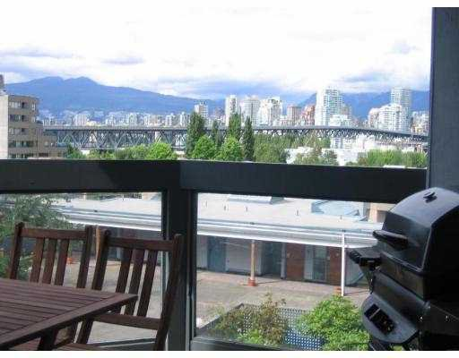 "Main Photo: 302 1345 W 4TH Avenue in Vancouver: False Creek Condo for sale in ""GRANVILLE ISLAND VILLAGE"" (Vancouver West)  : MLS®# V690823"
