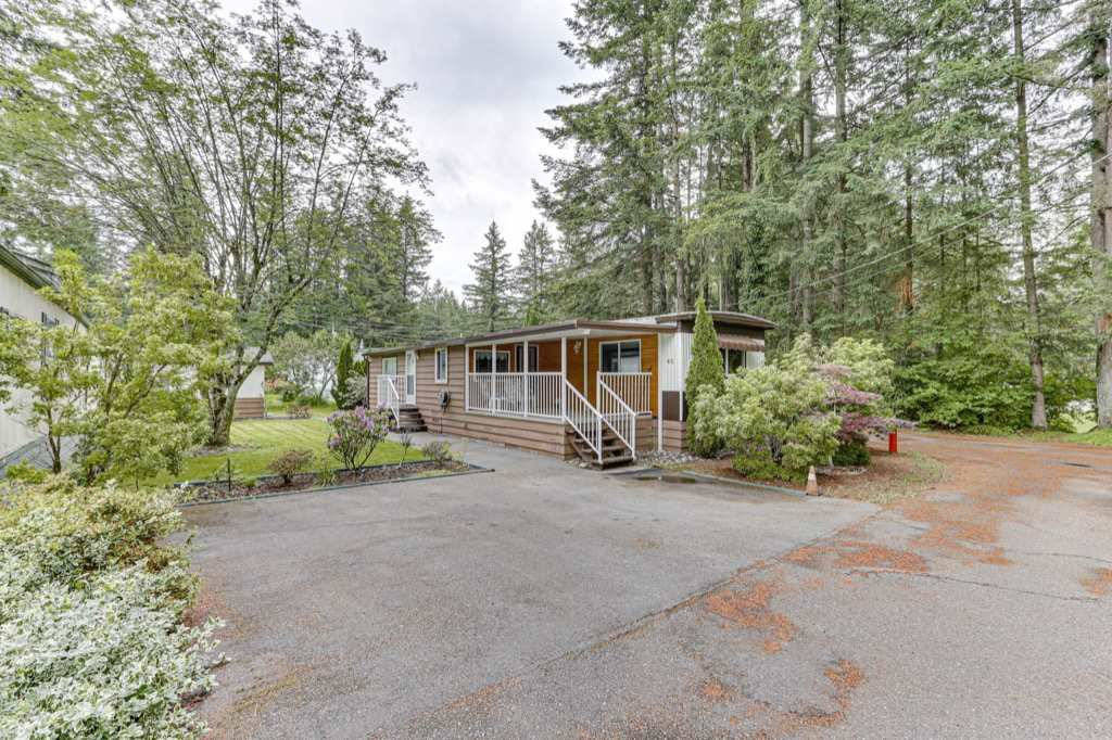 "Main Photo: 62 20071 24 Avenue in Langley: Brookswood Langley Manufactured Home for sale in ""Fernridge"" : MLS®# R2465265"