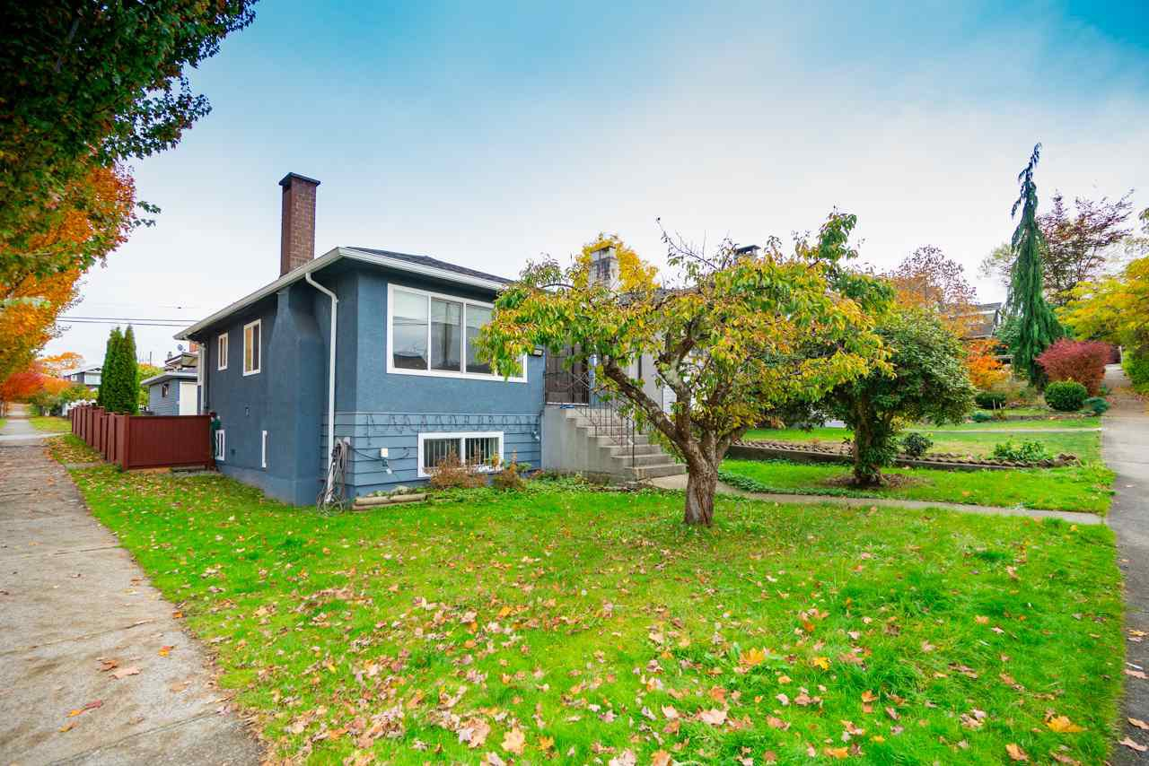 Main Photo: 908 NOOTKA Street in Vancouver: Renfrew VE House for sale (Vancouver East)  : MLS®# R2415898
