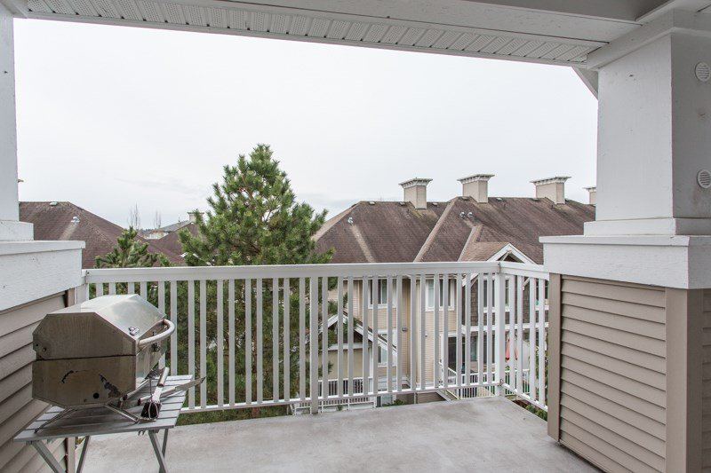 "Photo 13: Photos: 412 20750 DUNCAN Way in Langley: Langley City Condo for sale in ""Fairfield Lane"" : MLS®# R2444787"