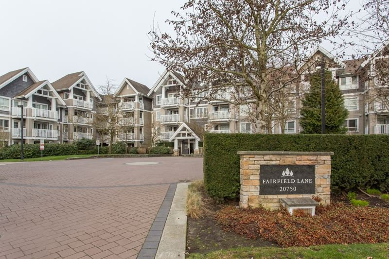 "Photo 1: Photos: 412 20750 DUNCAN Way in Langley: Langley City Condo for sale in ""Fairfield Lane"" : MLS®# R2444787"