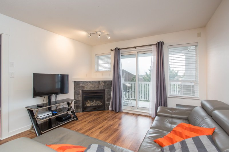 "Photo 2: Photos: 412 20750 DUNCAN Way in Langley: Langley City Condo for sale in ""Fairfield Lane"" : MLS®# R2444787"