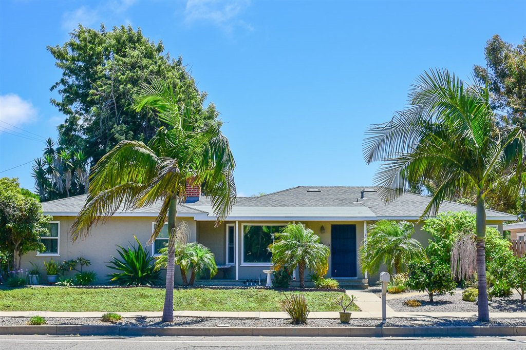 Main Photo: OCEANSIDE House for sale : 3 bedrooms : 1023 Vista Way