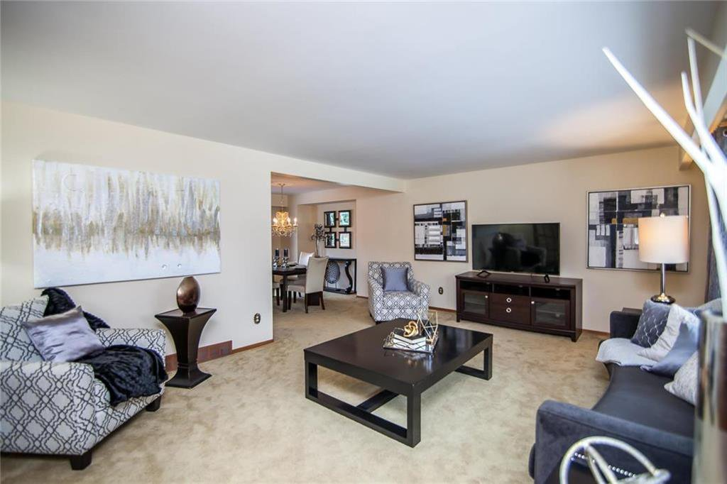 Photo 3: Photos: 46 Hagen Drive in Winnipeg: Westwood Residential for sale (5G)  : MLS®# 1928507