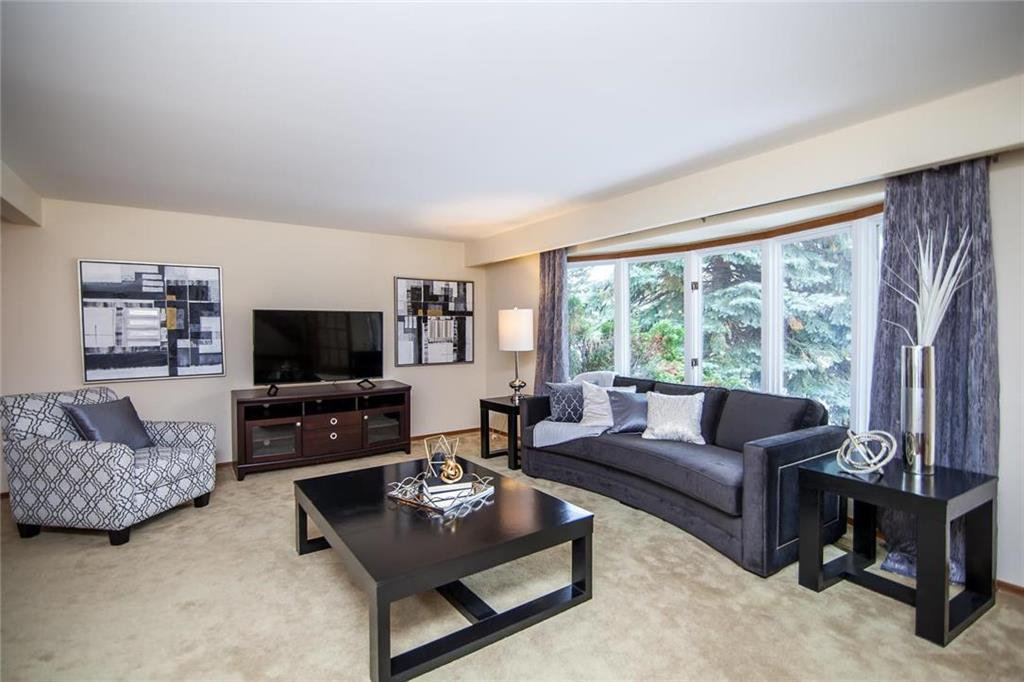 Photo 2: Photos: 46 Hagen Drive in Winnipeg: Westwood Residential for sale (5G)  : MLS®# 1928507
