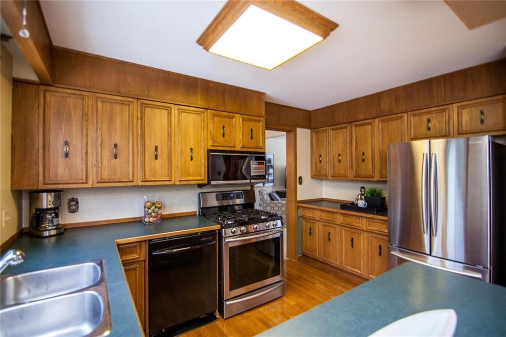 Photo 8: Photos: 46 Hagen Drive in Winnipeg: Westwood Residential for sale (5G)  : MLS®# 1928507