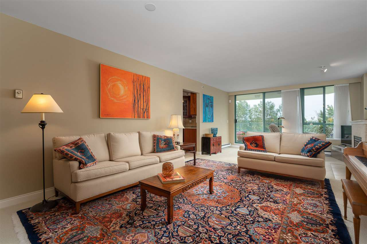 Main Photo: 10A 338 TAYLOR WAY in West Vancouver: Park Royal Condo for sale : MLS®# R2463301