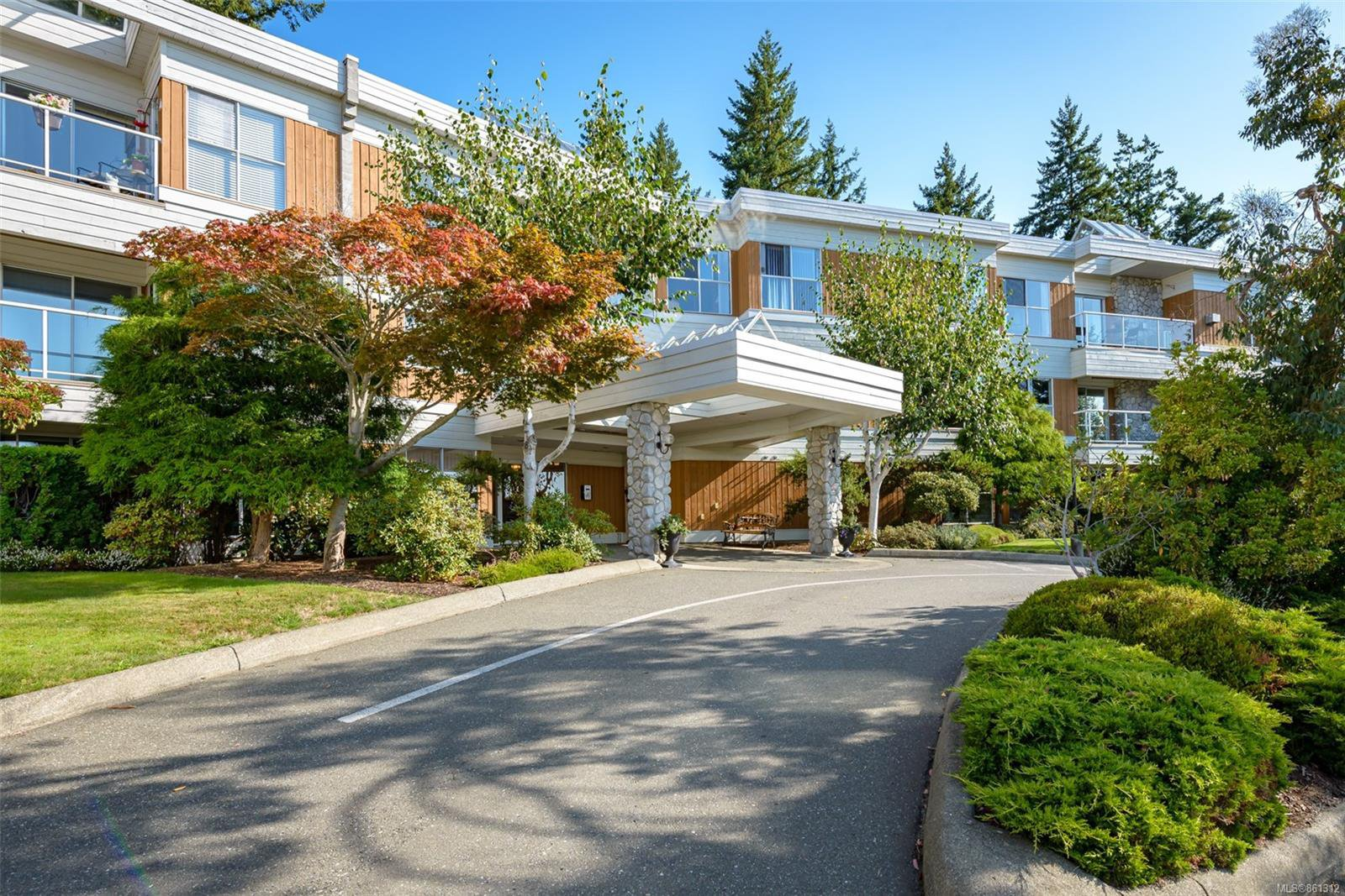 Main Photo: 308 1686 Balmoral Ave in : CV Comox (Town of) Condo for sale (Comox Valley)  : MLS®# 861312