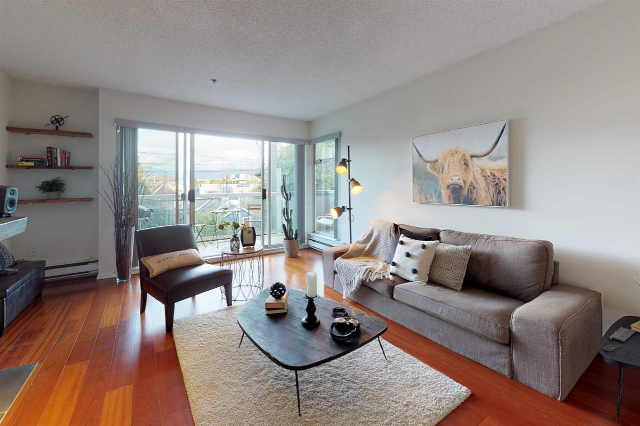"Main Photo: 204 1963 W 3RD Avenue in Vancouver: Kitsilano Condo for sale in ""LA MIRADA"" (Vancouver West)  : MLS®# R2426896"