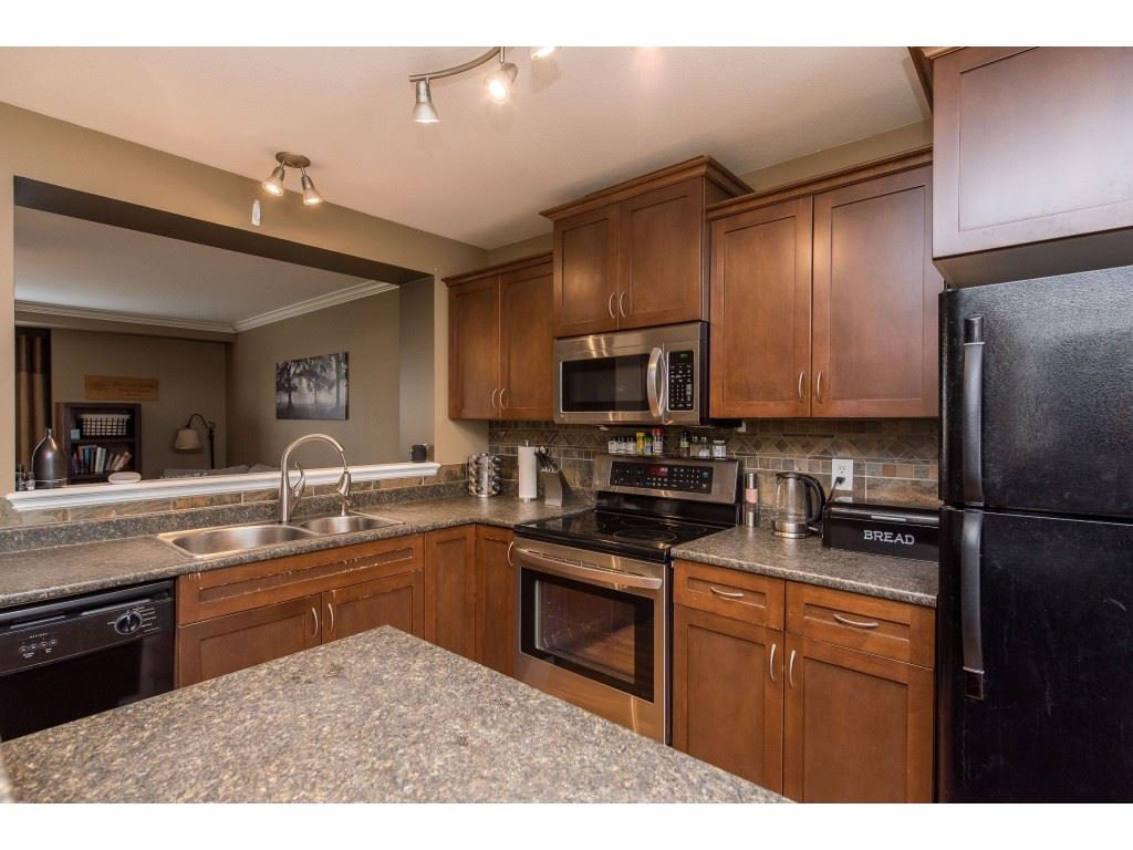 """Photo 13: Photos: 68 5556 PEACH Road in Chilliwack: Vedder S Watson-Promontory Townhouse for sale in """"The Gables at Riverbend"""" (Sardis)  : MLS®# R2453710"""