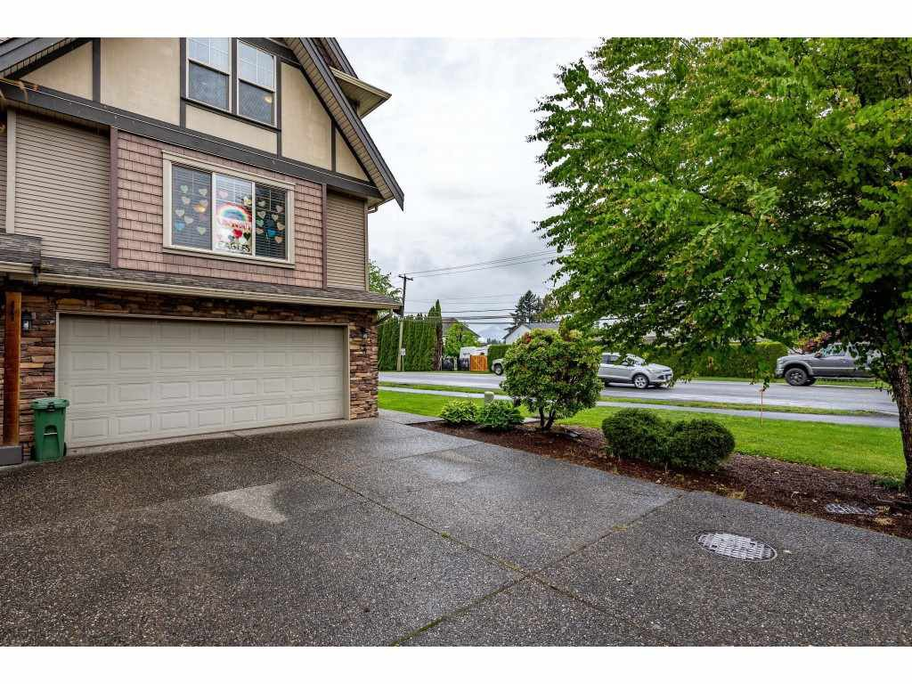 """Photo 2: Photos: 68 5556 PEACH Road in Chilliwack: Vedder S Watson-Promontory Townhouse for sale in """"The Gables at Riverbend"""" (Sardis)  : MLS®# R2453710"""