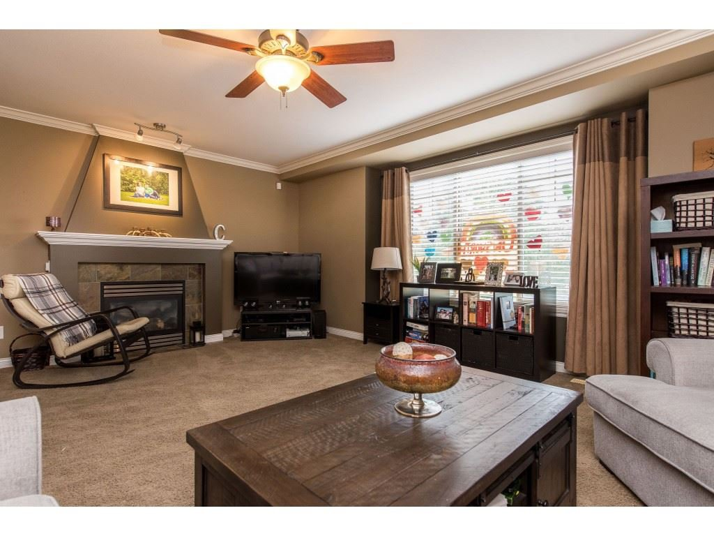"""Photo 10: Photos: 68 5556 PEACH Road in Chilliwack: Vedder S Watson-Promontory Townhouse for sale in """"The Gables at Riverbend"""" (Sardis)  : MLS®# R2453710"""