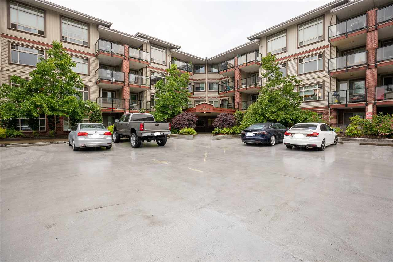 Main Photo: 309 2233 MCKENZIE ROAD in : Central Abbotsford Condo for sale : MLS®# R2377485